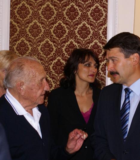 Fogadás  Tarics Sándorral, a legidősebb élő olimpiai bajnokkal a londoni nagykövetség olimpikonok tiszteletére rendezett fogadáson.