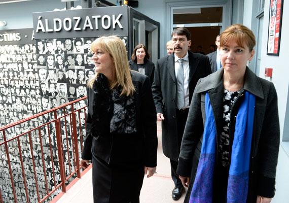 A kommunista diktatúra áldozatainak emléknapján nem sok politikusi fotó került fel a gondosan frissített Facebook-oldalakra vagy az MTI-re. Áder ellátogatott a Terror Háza Múzeumba az emléknapon.