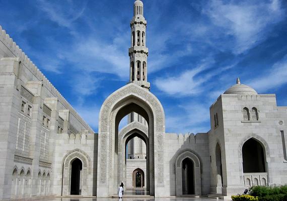 Oman háromszor nagyobb szultánság az Arab-félsziget délkeleti peremén - az adózás itt is ismeretlen.