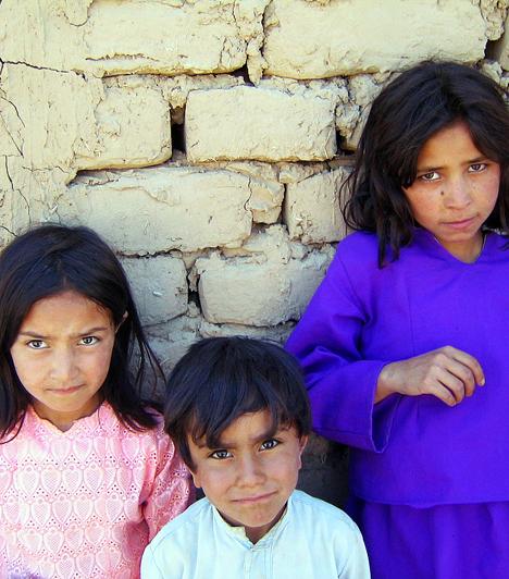 Afganisztán lakossága megközelítőleg 33 millió fő. A népesség közel 45%-a 14 év alatti, 53%-uk 15 és 65 év közötti, míg az idősebbek csupán alig 2,5%-át teszik ki a lakosságnak. Az átlagéletkor Afganisztánban nem éri el a 18 évet - a várható élettartam alig 50 év.