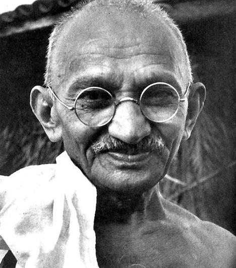 Mohandász Karamcsand Gandhi (1869-1948)Gandhit napjainkban a modern India atyjaként tartják számon. Az ő kitartásának köszönhető, hogy az 1930-as években az indiai felszabadítási mozgalom elismert politikai erővé fejlődött, kirajzolva egyúttal a függetlenséghez vezető utat is.