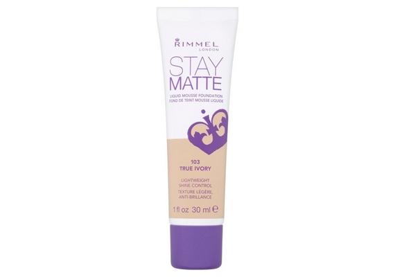 Zsíros bőrre tökéletes lehet aRimmel Stay Matte Liquid Mousse alapozó, amely felszívja a felesleges olajat, ám éppen ezért nem ajánlott száraz bőrre.