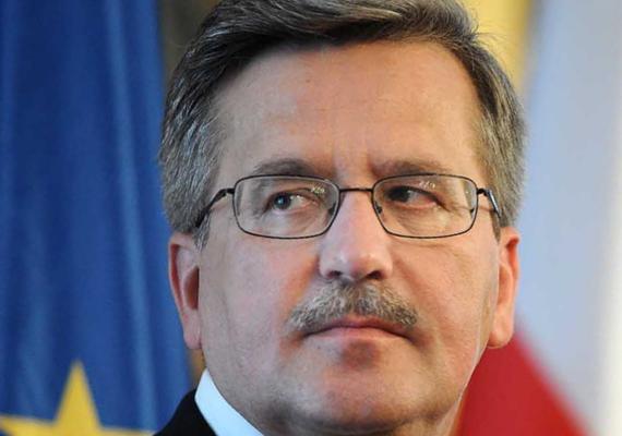 Bronisław Komorowski lengyel államfő. Politikus: 2000–2001 között honvédelmi miniszter, 2007 novembere és 2010 júliusa között a Szejm elnöke. Lech Kaczyński néhai lengyel elnök 2010. április 10-i halála után a Szejm elnökeként 2010. július 8-áig ideiglenesen ellátta az államfői feladatokat. Az előrehozott választás második fordulójában, július 4-én államfővé válaszották.