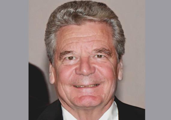 Joachim Gauck német szövetségi elnök. Politikus, majd közíró: 1990-ben az utolsó NDK-parlament képviselője, az újraegyesítés után az NDK állambiztonsági szolgálatának iratait feltáró hivatal elnöke 2000-ig. Ezt követően közíróként tevékenykedett.