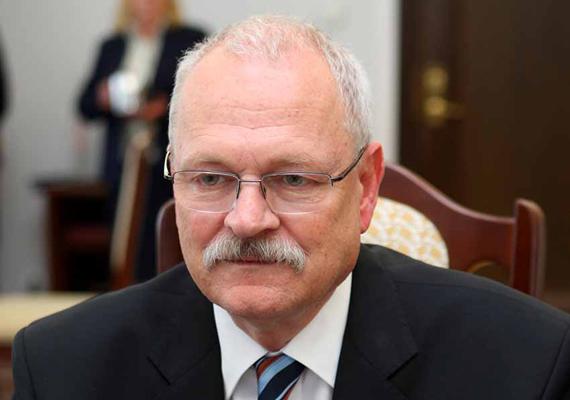Ivan Gašparovič szlovák elnök. Politikus: 1992-ben lépett be a HZDS nevű párba, aminek egyik vezető alakja volt, és nyilatkozataiban részt vett az akkori államelnök elleni politikai hadjárataiban is. Később saját pártot alapított, ami megbukott. Ezután a Comenius Egyetemen dolgozott, ahol számos tankönyvet és tanulmányt írt a büntetőjogról.