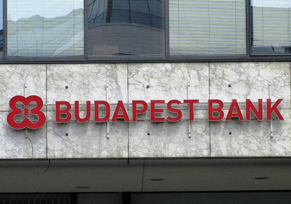 2014-ben két bankot is vásárolt az állam magának, ám a Figyelő szerint mindkét üzletre iszonyú összegekkel fizettek rá. A Budapest Bankot 700 millió dollárért vásárolták meg, ám piaci szakértők szerint 400 millió dollárnál nem ért többet - írja a lap. A két összeg közti különbség 300 millió dollár, azaz 81 milliárd forint.
