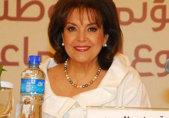 Amal anyukája, Baria is befolyásos nő: díjnyertes újságíró, és külföldi szerkesztőként dolgozik az egyik vezető libanoni lapnak, emellett ő a közel-keleti tudósítója több nagy brit és amerikai hírcsatornának is.