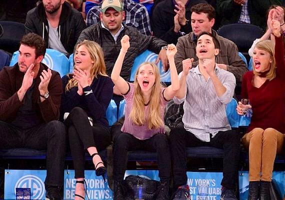 A színésznő híres barátai körében izgulta végig a mérkőzést: vele volt párja, Justin Long, a modell Kate Upton és annak barátja, valamint Taylor Swift is.