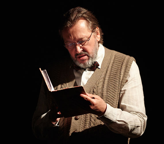 Ottó Frank szerepében Gállfi László Kossuth- és Jászai Mari-díjas színművészt láthatod.