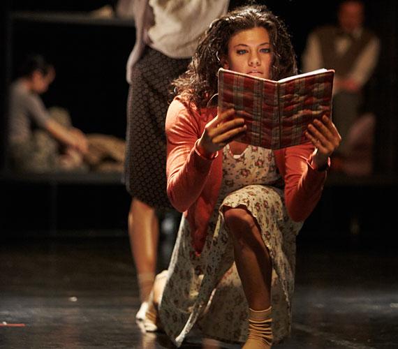 Anne Frankot Sághy Alexandra táncolja, aki tavaly elnyerte Az évad legjobb táncművésze 2013 címet.