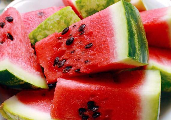 A görögdinnye magas víztartalma átmossa és hűsíti a beleket, a magok pedig jót tesznek az emésztésnek.