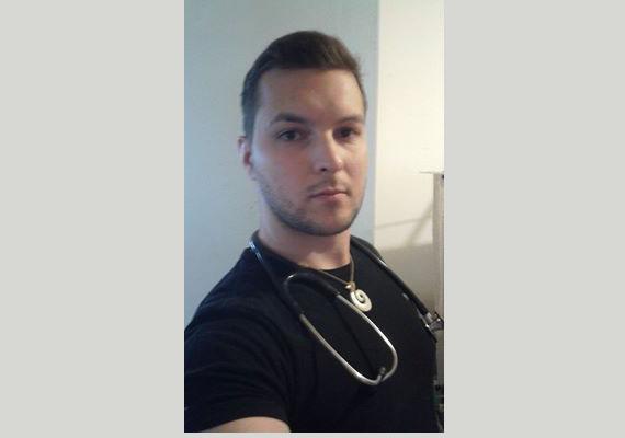 """""""Üdvözlet Miskolcról egy hosszú, feketében töltött ügyelet után! Hajrá! dr Pálmai Zsolt Ágoston - MISEK Pszichiátria"""". Az oldalon több orvos is kiállt az ápolók mellett."""