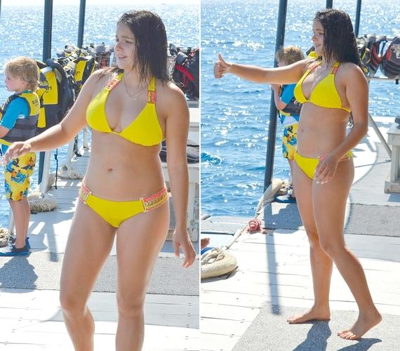 Ariel Hawaiion töltötte a hétvégét a barátaival, a lesifotósok pedig nem tétlenkedtek, le is fotózták a színésznőt, amint csinos, sárga bikiniben sétált a mólón. A képeken jól látszik, hogy a 17 éves lány alkata teljesen átlagos.