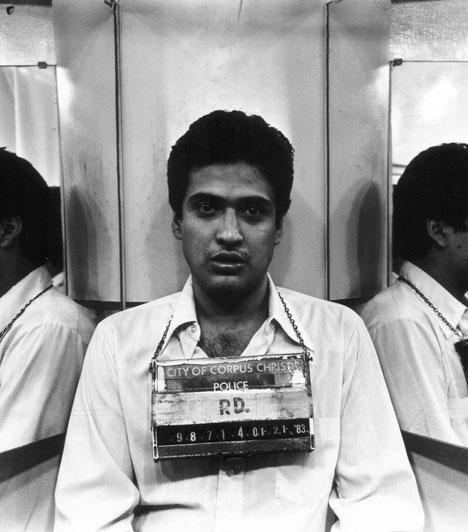 Carlos De Luna  1983 februárjában Wanda Lopezt megölték a benzinkúton, ahol dolgozott. A rendőrök Carlos De Lunat tartóztatták le, akit a közelben találtak, egy kamion alatt rejtőzve. A férfi ártatlannak vallotta magát, a ruháján nem volt vér, és meg is nevezte a férfit, aki elkövette a gyilkosságot - Lopez korábbi szerelmét, Carlos Hernandezt. Bár Lunaval ellentétben Hernandeznek hosszú bűnlajstroma volt, és a gyilkossággal többeknek el is hencegett, a bíróság Lunat ítélte halálra, és 27 évesen ki is végezték.