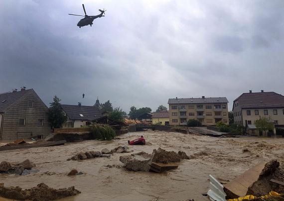 Volt, ahol helikopterekkel kellet menteni az embereket.