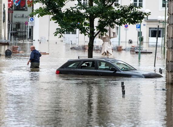 A németországi Passau városában a legdurvább a helyzet, hiszen a település három folyó találkozásánál épült, ahol most mind a három folyó egyszerre árad.