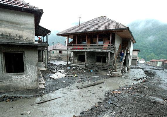 A boszniai Topcic Polje faluban több házat súlyosan megrongált az árvíz.