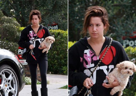 Ashley-t korábban is fotózták már smink nélkül, akkor kutyasétáltatás közben.