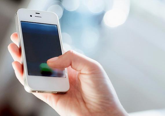 Áthárítják a telefonadót is, ami hívásonként és sms-enként 2 forint.