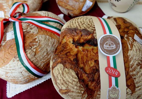 A Magyar Pékszövetség Szent István-napi kenyérversenyének győztese. A díjnyertes péksüteményt a Kurdi Family Pék Kft. sütötte, és a Magyar Ízek Utcája rendezvényen mutatták be a nagyközönségnek.