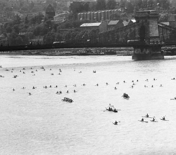 A vízi- és légiparádé a rakparton szintén nagy népszerűségnek örvendett. A kép 1960-ban készült.