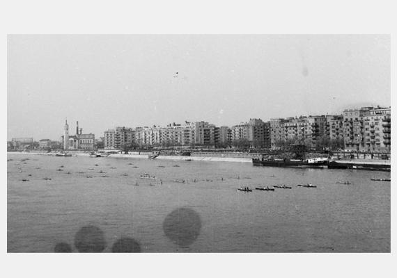 Evezős felvonulás a Dunán 1949-ből, augusztus 20-án.