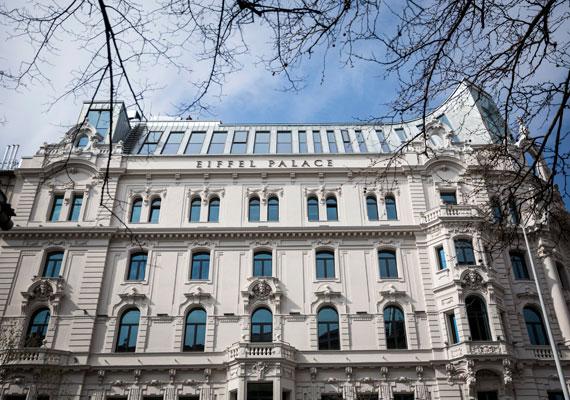 Augusztusban robbant ki a Magyar Nemzeti Bank irodavásárlási botránya. Kiderült ugyanis, hogy a Matolcsy György által vezetett MNB több nagyon értékes ingatlant is vásárolt. A tiszaroffi kastélyt állítólag a jegybanki alkalmazottak számára vásárolták, ám az már érdekesebb, miért volt szüksége az MNB-nek a 10-12 milliárd forintot érő Eiffel Palace-ra, amely Budapest egyik legdrágább és legexkluzívabb irodaháza.