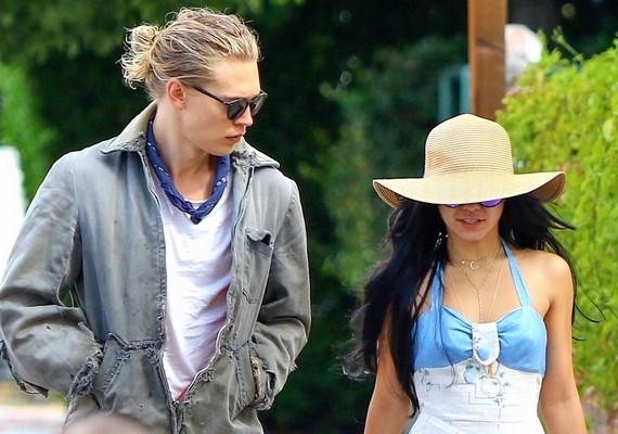 Austin azon kevesek egyike, akiknek jól áll a man bun, vagyis férfikonty nevű új trend. A fotón barátnőjével, Vanessa Hudgensszal látható.