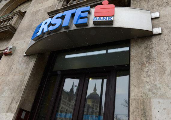 Az azenpenzem.hu értesülései szerint az Erste Bank ügyfelei olyan szerencsések, hogy már hétfőn megkapták a banki elszámoltatás miatt visszajáró pénzt. Egyik olvasójuk egy rég elfeledett, pár százezer forintos hitele után kapott vissza néhány tízezer forintot.