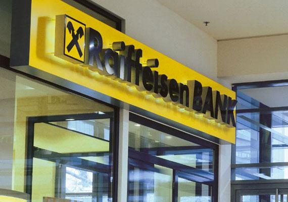Az elszámolás miatti visszatérítés a jelenleg, illetve korábban devizalapú hitellel rendelkező ügyfélkörnek 2015. március 1-április 30. között több körben, ütemezetten történik. Az aktív bankszámlával rendelkező ügyfeleket speciális SMS és DirektNet üzenetben is értesíti a bank - közölte az MTI-vel a Raiffeisen.