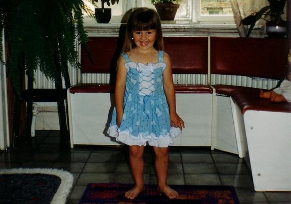 Tündéri, mosolygós kislány volt.