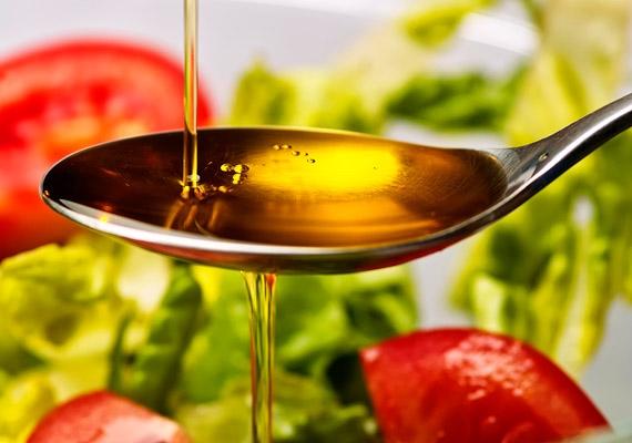 Bőrregeneráló hatású az olívaolaj, valamint sok A-vitamin van benne, ezért ezt is fogyaszthatod nyári salátákhoz, ha barnulni szeretnél.