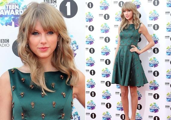 Taylor Swift ismét ellopta a show-t a megjelenésével: a 23 éves énekesnő egy különleges Jenny Packham ruhában jelent meg.