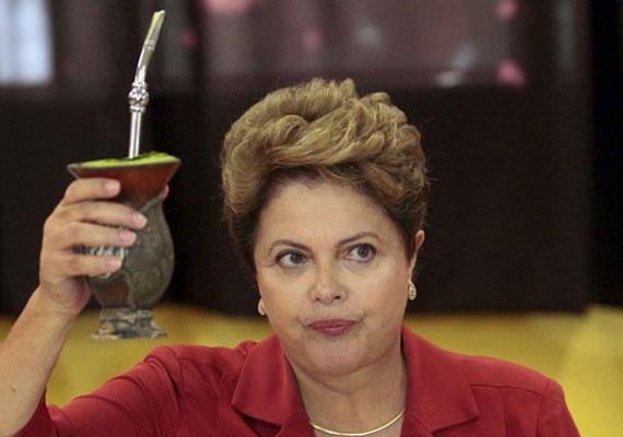 Dilma Rousseff a Forbes listáján 2014-ben a második legbefolyásosabb nő volt a világon. Nem is csoda ez, hiszen egy hatalmas kiterjedésű, népes és gazdaságilag robbanásszerűen fejlődő ország élén áll. Rousseff korábban gerillaként küzdött a katonai diktatúra ellen, ami miatt egy darabig börtönben is ült, ahol válogatott kínzásoknak vetették alá vallatói. 2011 óta államfő.