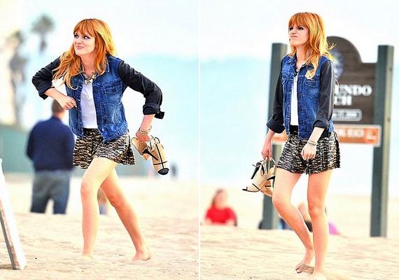 Bella és a stáb egy tengerparti helyszínen készítette a kampányanyagot.