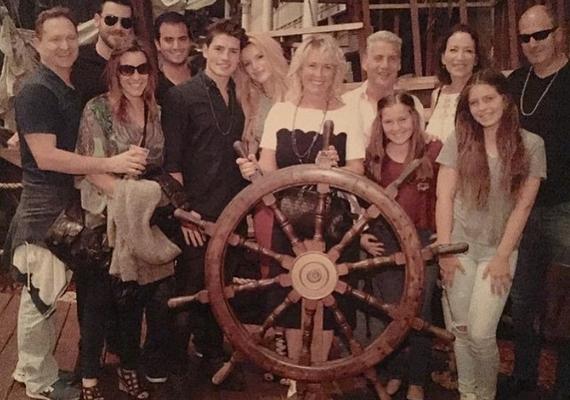 A fiatalok már a családi bemutatáson is túl vannak, Bella akkor is jelen volt, amikor Gregg anyukájának 60. születésnapját ünnepelték a rokonok.