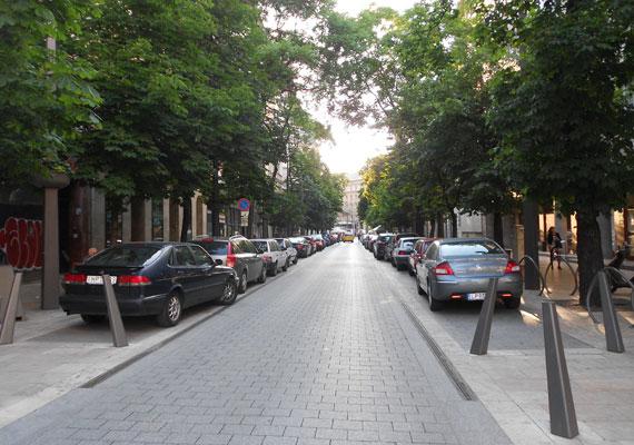 Zöldebbek, csendesebbek és élettel telibbek a Belváros Új Főutcája projekt keretében felújított útszakaszok.