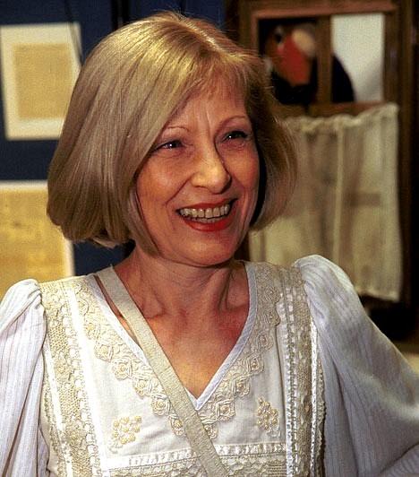 Kudlik JúliaMinden idők egyik legnépszerűbb televíziós személyisége közel 50 éve van a pályán. 19 évesen kezdte karrierjét, mint a Magyar Televízió bemondónője, de később számos műsorban tevékenykedett, mint házigazda. Legismertebb produkciója a Delta volt. 2013-ban kitüntették a Magyar Érdemrend tisztikeresztjével.