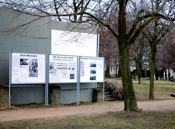A falból megmaradtak részletek, amiket az 1989-es forradalom legfontosabb bizonyítékának tartanak, valamint elrettentésül szolgálnak a jövő nemzedékeinek.