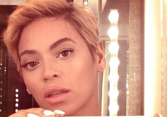 Beyoncé az Instagramra töltötte fel a fotót, amelyen már rövid hajjal látható.