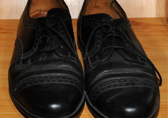Bár az 1990-es évek közepétől az addig nem látott megszorítások miatt emlékeztek rá a legtöbben, Debrecenben úgy fest, megbocsátottak, és a cipőjét is kiállították. Egy szakközépiskola gyűjteményébe került az akkor már európai parlamenti képviselő kézzel készített, pénzügyminiszterként viselt bőrcipője.