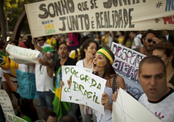 A demonstráció alapvetően a magas jegyárak miatt indult, de hallatták a hangjukat a korrupció ellen, az erőszak visszaszorításáért, illetve jobb közlekedésért és oktatásért.