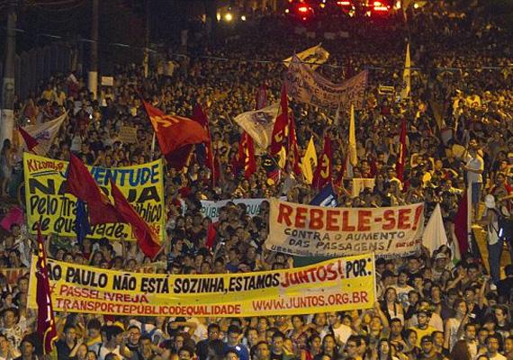 A végül több mint egymillió embert utcára vonzó tüntetések a legtöbb helyen békésen zajlottak. A tüntetők 77%-a magasabb végzettségű, és rengeteg 25 év alatti tanuló vett részt a megmozdulásokban.
