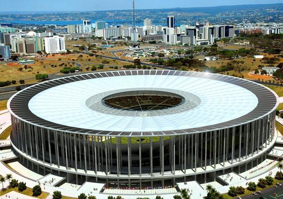 Brazíliaváros stadionja. Brazíliában minden felmérés szerint óriásit nőtt az addig sem csekély mértékű korrupció, mióta belefogtak a vébé miatt szükséges fejlesztésekbe.