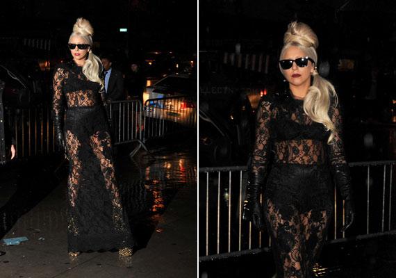Nagymamabugyi bőrből és egy réteg csipke: Lady Gaga ismét beleválasztott.
