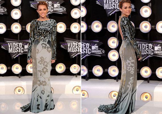 Miley Cyrus ruhája úgy néz ki, mintha agyonmosták volna.