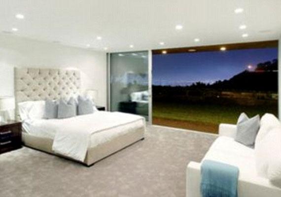 Vajon kivel osztja meg a hatalmas ágyat?