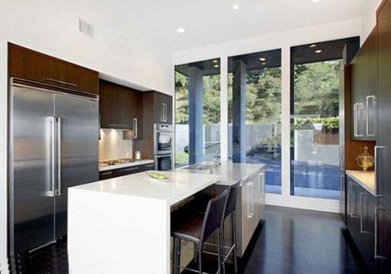 Különös, hogy éppen a konyha az, ami a lakás többi részéhez képest nem is olyan nagy... Talán Bruno nem szeret főzni?