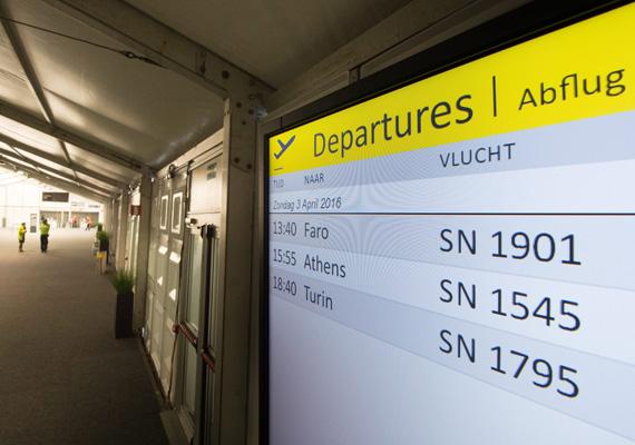 Az első napon csupán három járat indult, ezzel szemben a terrortámadások előtt napi hatszáz járatot indított vagy fogadott a reptér.