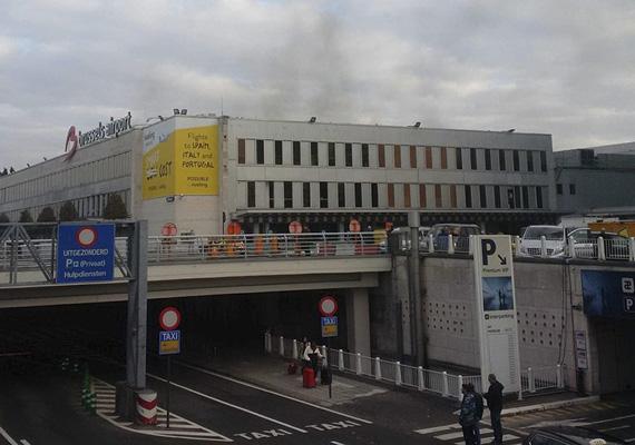 A brüsszeli Zavantem reptéren kettős robbantás is történt, de a belga sajtó bejelentése szerint egy harmadik pokolgépet is találtak a helyszínen.